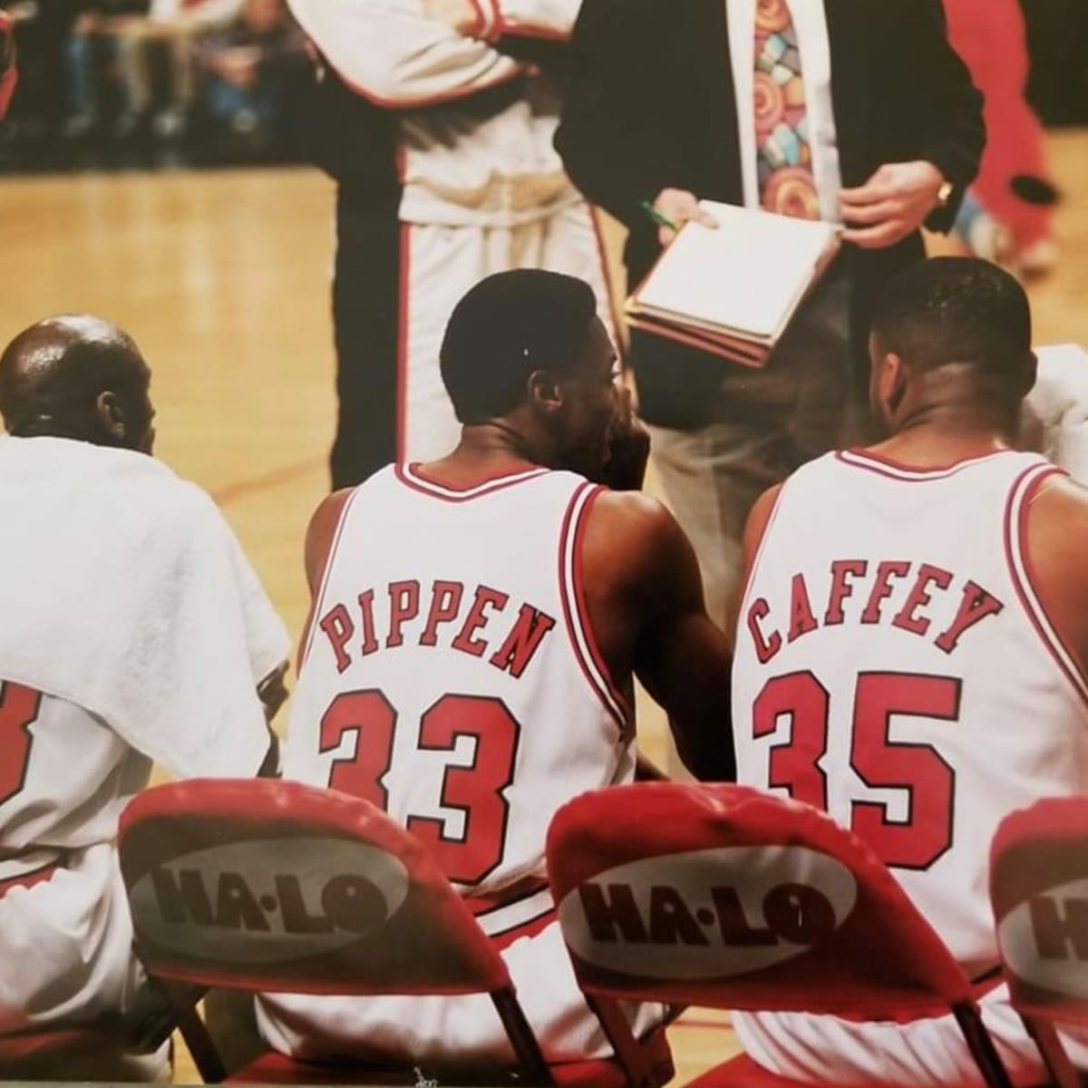 LISTEN: Jason Caffey reacts to Scottie Pippen's comments on Phil Jackson and talks about todays game of basketball